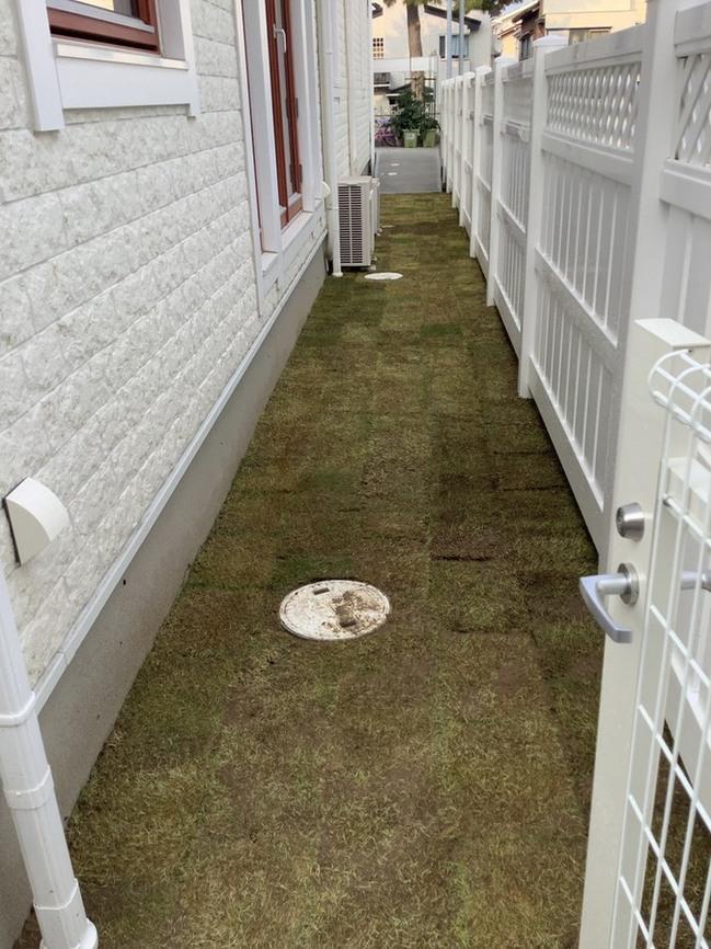 バイナルフェンス 樹脂フェンス 芝生